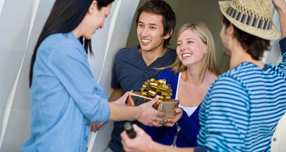 HOUSEGUEST ETIQUETTE: How to Be a Considerate Guest and Thoughtful Host