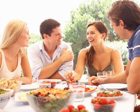 How to Be a Perfect Host and Considerate Houseguest this Summer